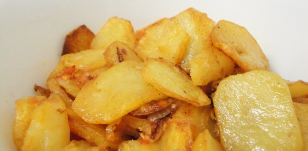 Fried Potato rings (with onion and tomato)
