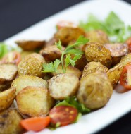 Thyme-and-Garlic-Roasted-Baby-Potatoes_900pix