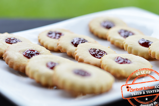 Shortbread-Caramel-Cookies-_with-Jam_m